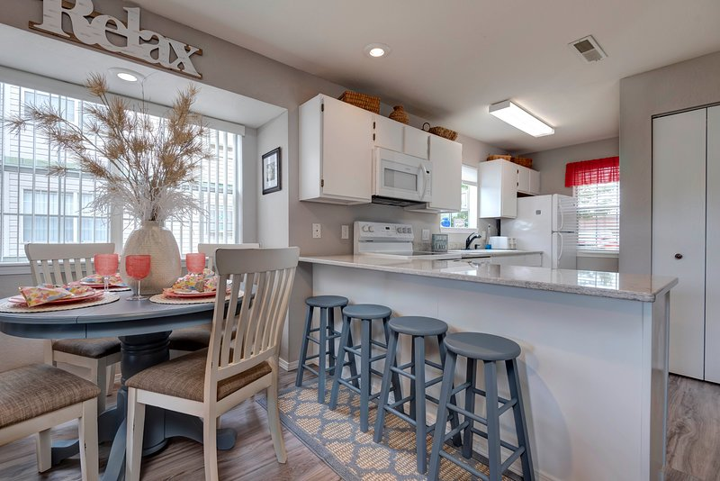 Comfortable Walk-In Condo Steps from Pool near SDC, vacation rental in Indian Point