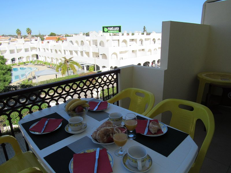 Albufeira 2 rooms apartment, Casablanca, Pool, WIFI, vacation rental in Areias de Sao Joao
