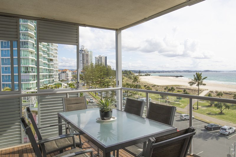 Sands on Greenmount Unit 5 - 3 Bedroom Beachfront unit with Ocean Views with WIF, vacation rental in Gold Coast