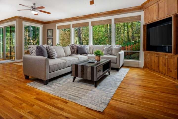 Secluded Beauty in Quiet Neighborhood, Huge Deck /w Forest View, Foosball, Xbox,, holiday rental in Wilsonville
