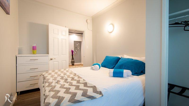 Corporate Housing Dwnt 3bed Near HSC Hospital - Doctor Student Leisure Business, alquiler de vacaciones en Winnipeg