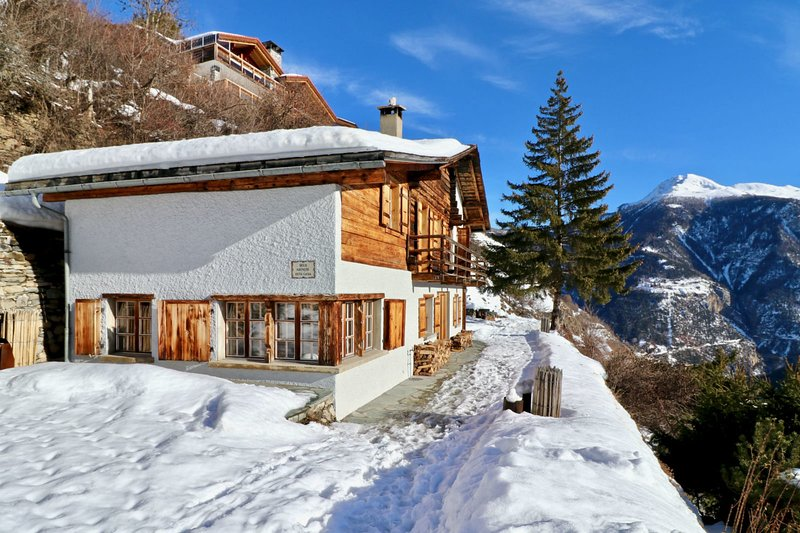Beautiful chalet for 10 people in Vercorin, vacation rental in Sierre