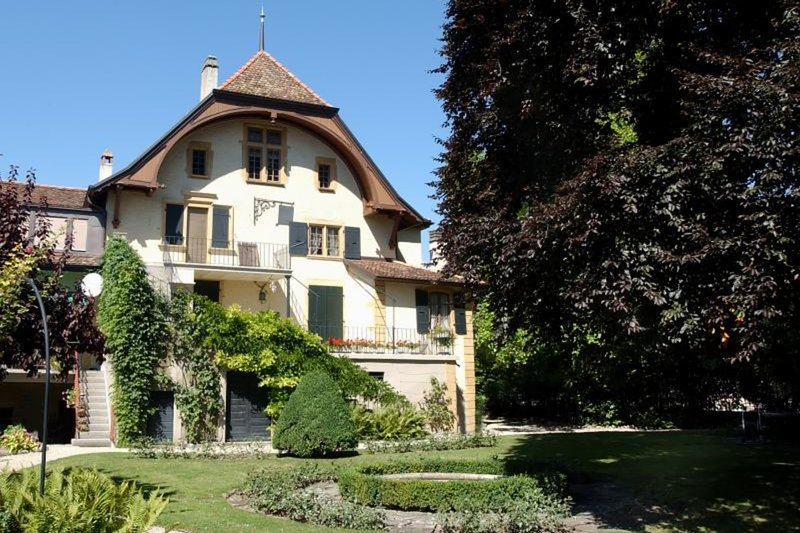 Magnificent vineyard house with large garden, vacation rental in Lossy
