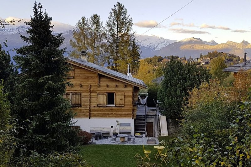 Beautiful Chalet in Valais, vacation rental in Sierre