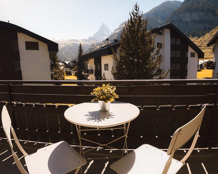 Beautiful apartment in Zermatt with a breathtaking view of the Matterhorn, casa vacanza a Randa