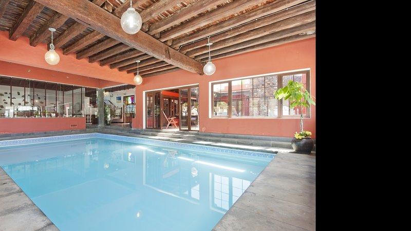 Luxe Villa Haria Private Indoor Pool, location de vacances à Hembert