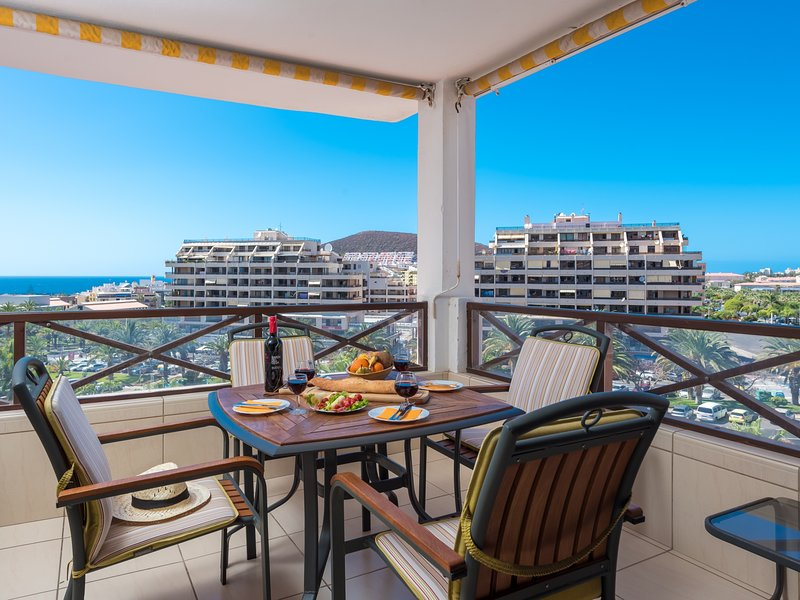 Great 'San Marino' Apartment. Terrace & Pool, holiday rental in Los Cristianos
