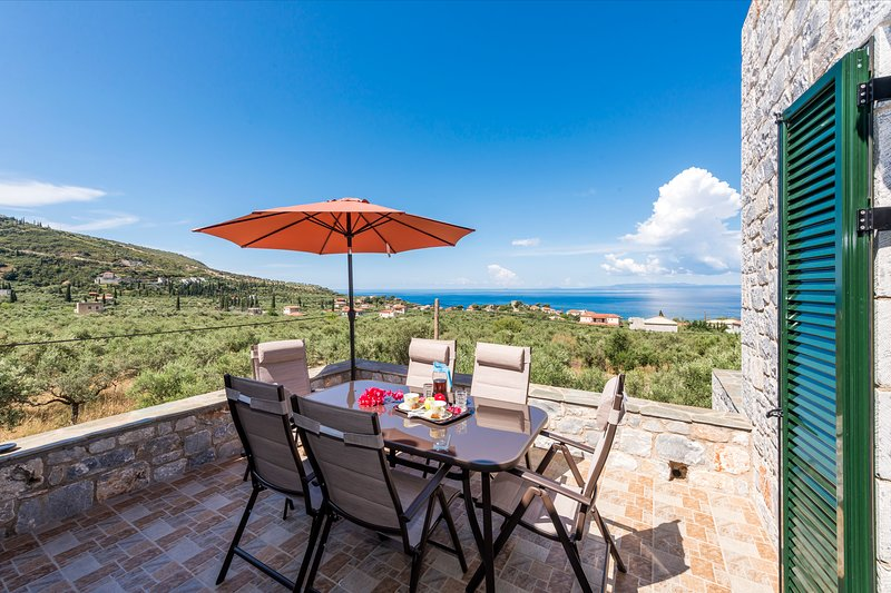 Mani Seaview Villa Lida, Luxury close to the beach, holiday rental in Nomitsis