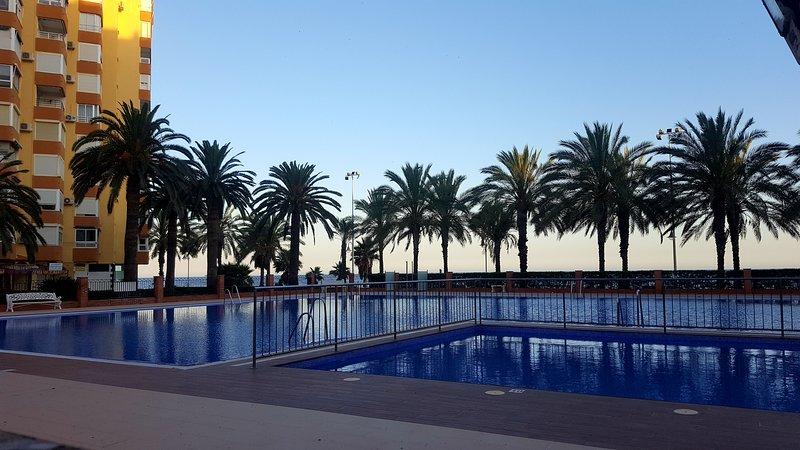 APARTAMENTO PRIMERA LINEA DE PLAYA ALGARROBO COSTA PARKING INCLUIDO, vacation rental in Algarrobo