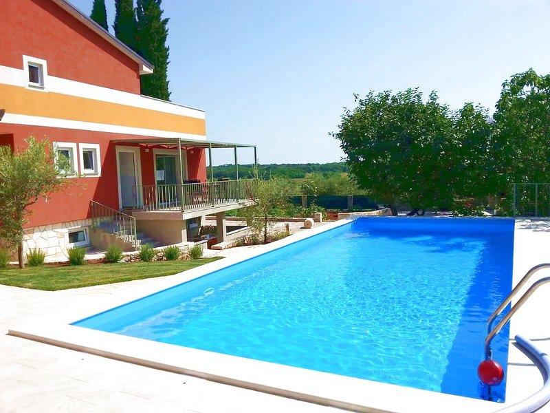 Monolocale Rosemary Savudrija villa con piscina, per coppie, giardino, grill, holiday rental in Savudrija