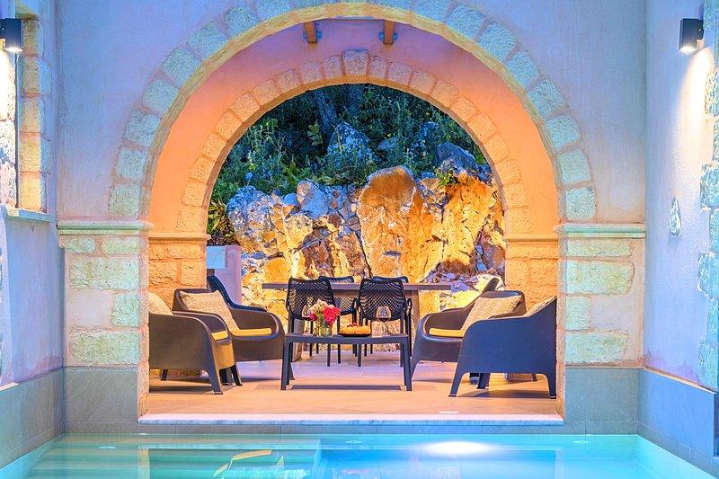 Villa Vardis with Private Pool, alquiler de vacaciones en Nipos