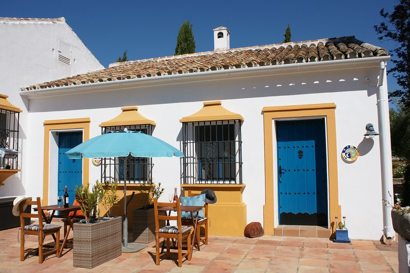 Olivar El Lobo - in tranquil setting with pool & free parking, Close to Ronda, casa vacanza a Benaoján