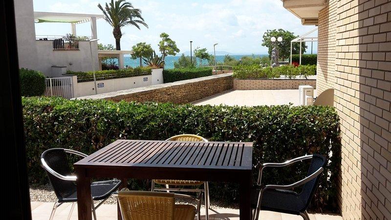 DAVANT MAR - Apartamento con terraza a pie de playa, location de vacances à Rosas