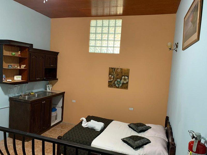 See Belize COZY Vacation Studio w/ SWIMMING POOL, OVERWATER DECK & ROOF TERRACE, vakantiewoning in Burrell Boom