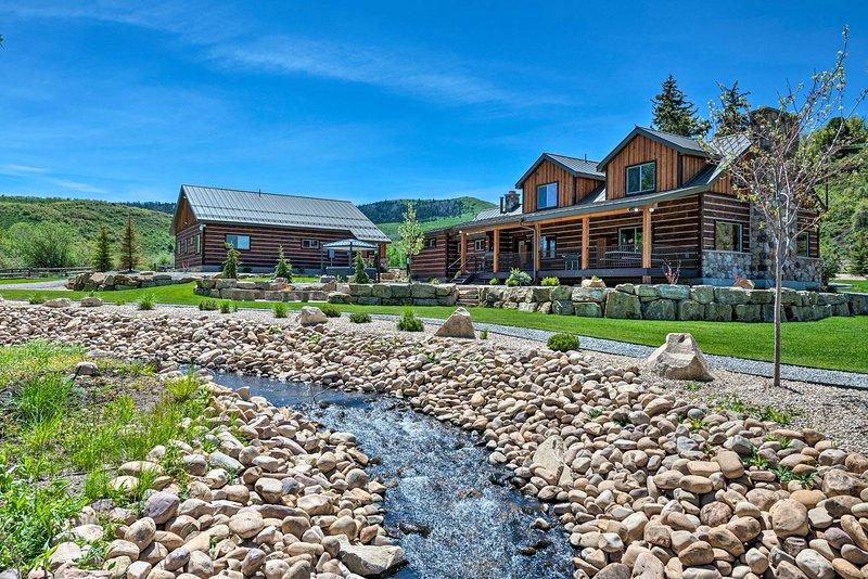 Renovated Historic Cabin ~25 Miles to Park City!, casa vacanza a Timber Lakes