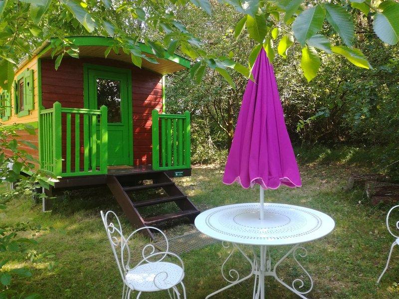 La Roulotte des Saules, holiday rental in Clermont de Beauregard
