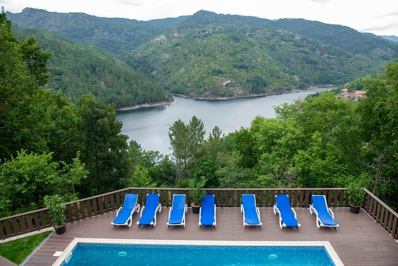 Gerês Palace T2 with amazing lake view, vacation rental in Campo de Geres