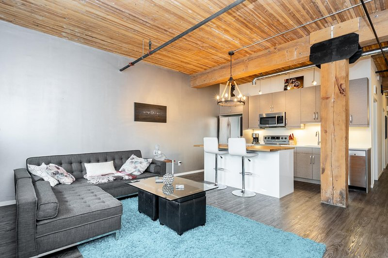 Refurbished 2 Bedroom Loft in the Exchange District, vacation rental in Winnipeg
