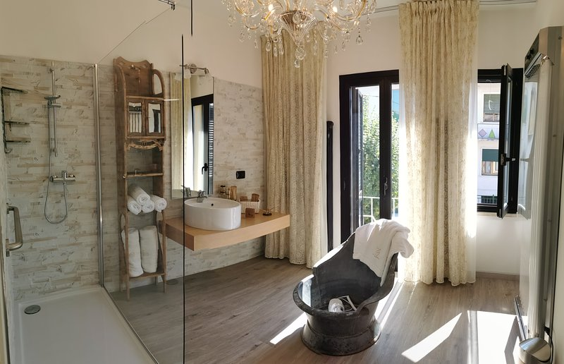 Villa Country House 12 posti 6 letti Piscina PRIVATA, holiday rental in Sermide