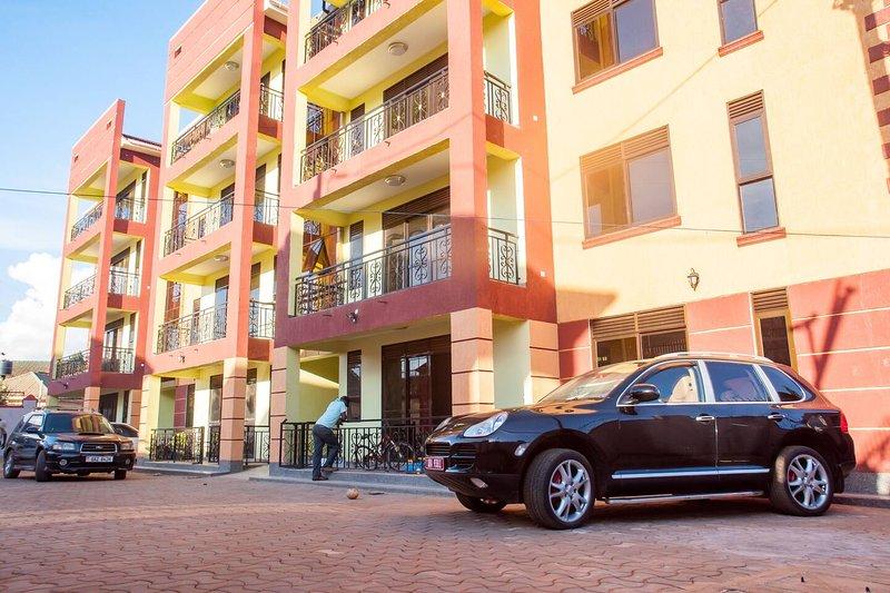 Great Living at Priority Courts, location de vacances à Kasangati
