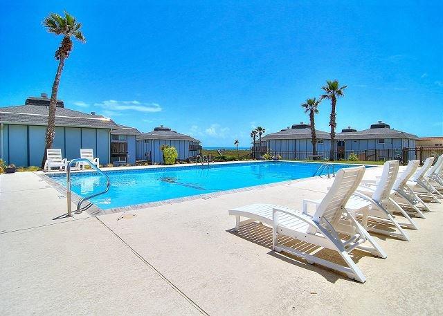 Wonderful condo in prestigious Beachhead! Heated Pool!, location de vacances à Port Aransas