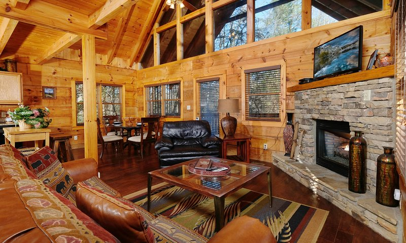 Distilled Memories: Centrally Located in the Great Smoky Mountains, vakantiewoning in Sevierville