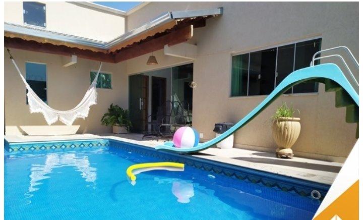 Linda casa com área de lazer completa exclusiva pra vc e sua família!!, location de vacances à Caldas Novas