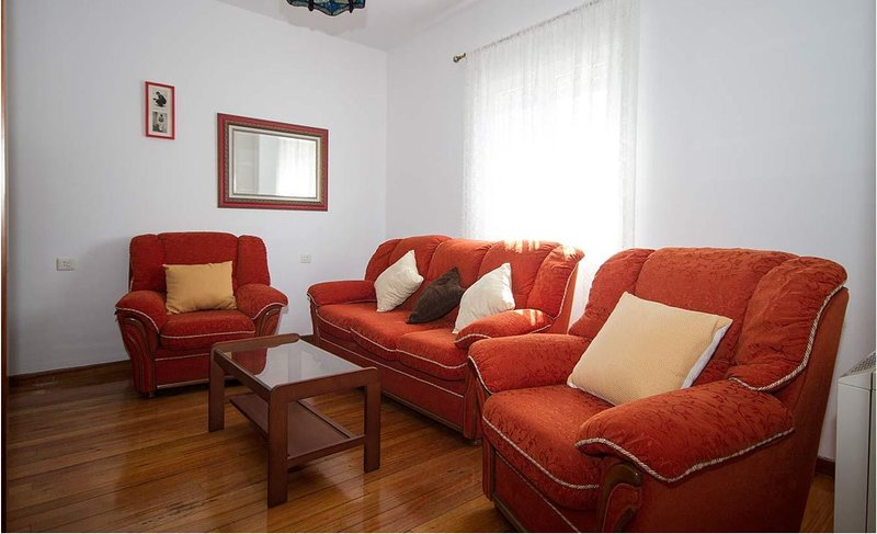 Apartment - 3 Bedrooms with WiFi - 108501, holiday rental in Outes