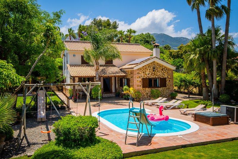 Cubo's Villa Llanos de la Plata, location de vacances à Alhaurin de la Torre