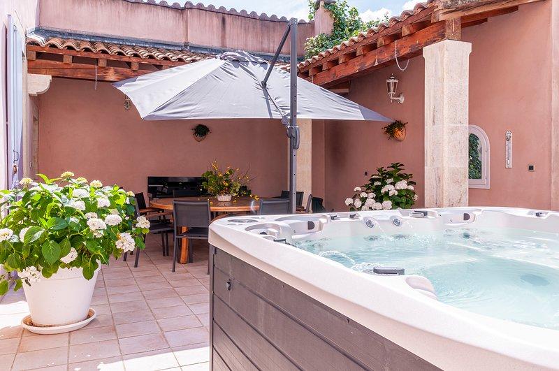 Maison Bourgeoise dans l'Enclave des Papes - Valréas - 10 couchages, vacation rental in Valreas