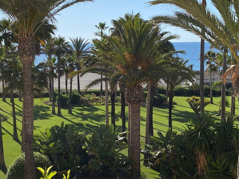 Luxury Apartment Penthouse in Sotogrande Paseo del Mar, vacation rental in Pueblo Nuevo de Guadiaro