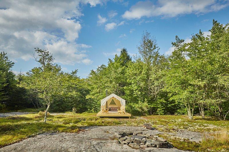 Tentrr Signature Site - Poet's Skyrock Organic Farm, vacation rental in North Branch