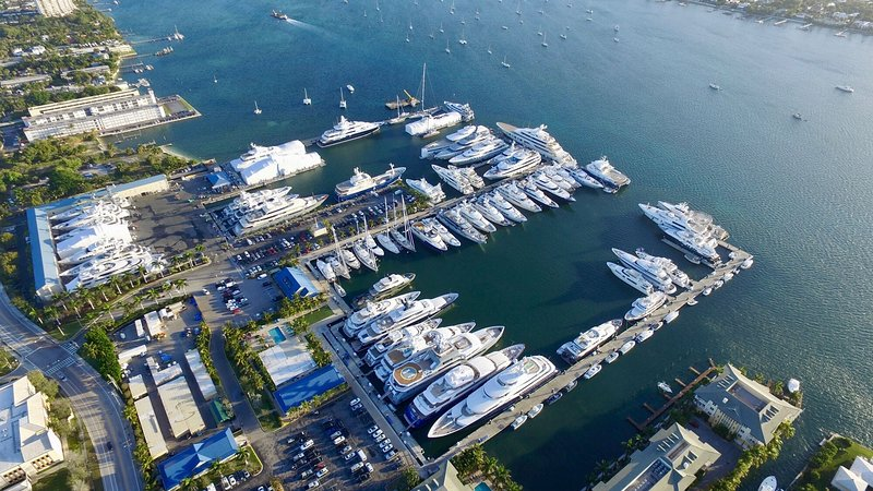 Rybovich Marina approx 10 minutes away with aerial views of intracoastal waterway access