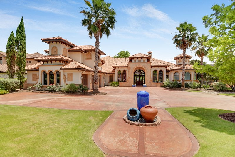 THE ABOVE HACIENDA ON LAKE AUSTIN, holiday rental in Bee Cave