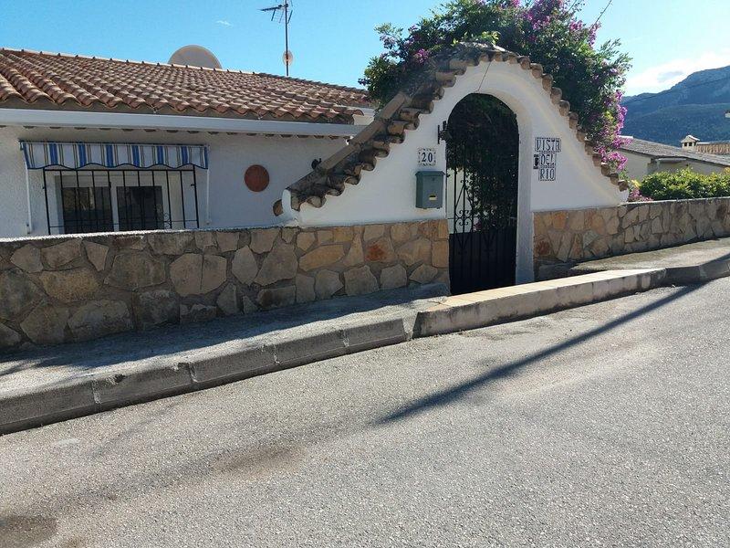 Vista Del Rio - Spanish villa in a stunning location, location de vacances à Llosa de Camacho