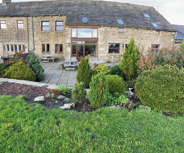 High Gate and Threshings adjoining properties, vacation rental in Colne
