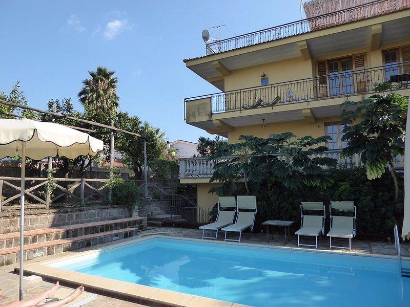 Private pool in Sant'Agnello di Sorrento, location de vacances à Sant'Agnello