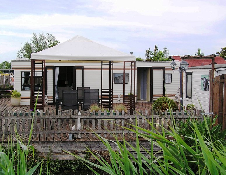 Large and luxurious mobile-home Amsterdam, holiday rental in Weesp