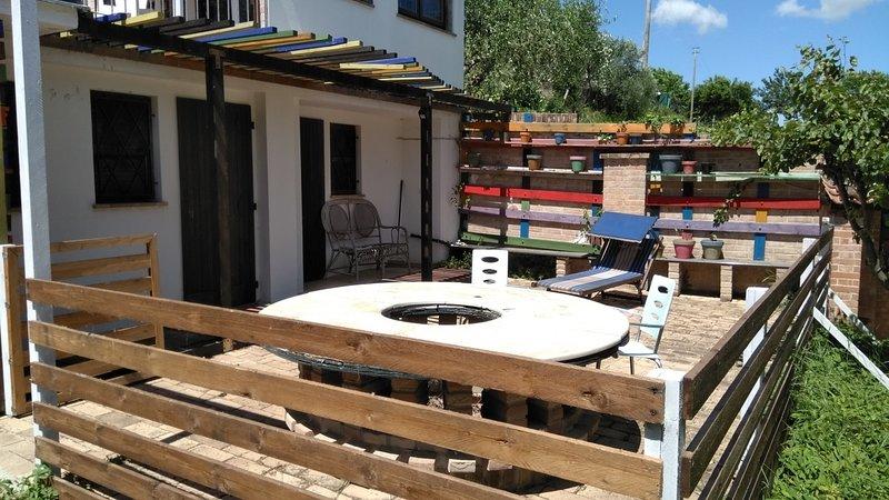 CIVETTA - Monolocale con cucina e spazio esterno esclusivo - Immerso nel verde, vacation rental in Scapezzano