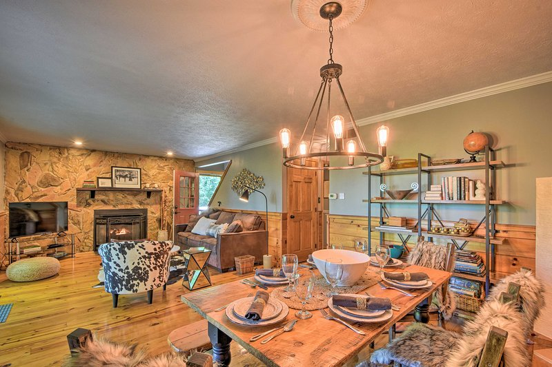 NEW! Modern-Rustic Blue Ridge Getaway w/ Hot Tub!, vacation rental in Blue Ridge