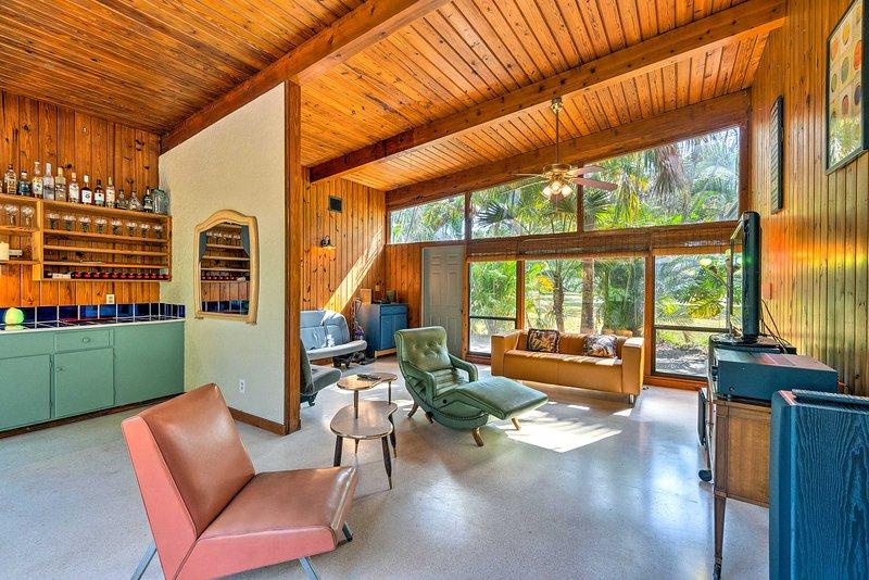 NEW! Breezy, Garden-Level Home < 2Mi to Riverwalk!, alquiler de vacaciones en Terra Ceia
