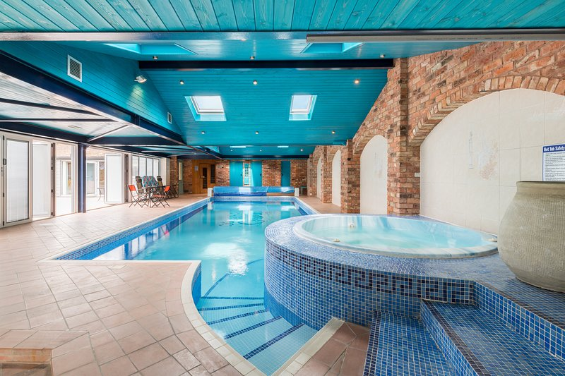 The Apple Store with use of Indoor Heated Full Length Pool, Hot Tub and Sauna., aluguéis de temporada em Tewkesbury