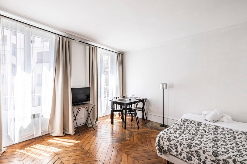 Charming Studio Opéra - Mobility Lease students & pro, vacation rental in Paris