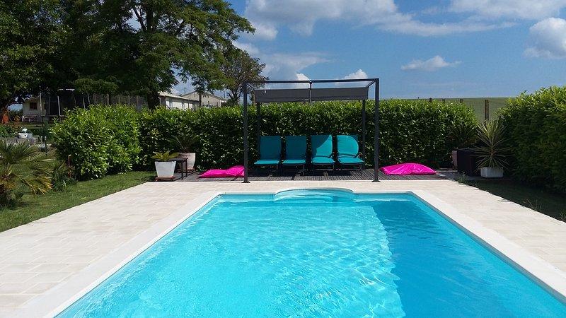 Cottage confortable et familial / piscine chauffée/ ****, casa vacanza a Soyaux