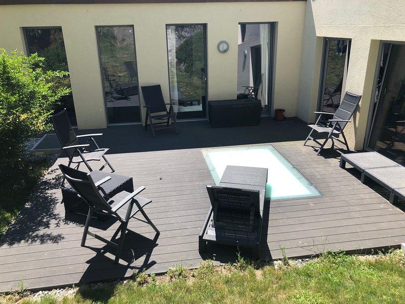 Splendide penthouse avec terrasse privée & parking au pied des châteaux de Sion, vacation rental in Grimisuat