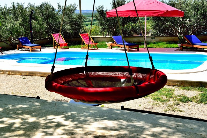 Holiday Home Apios With Pool, vacation rental in Benkovac