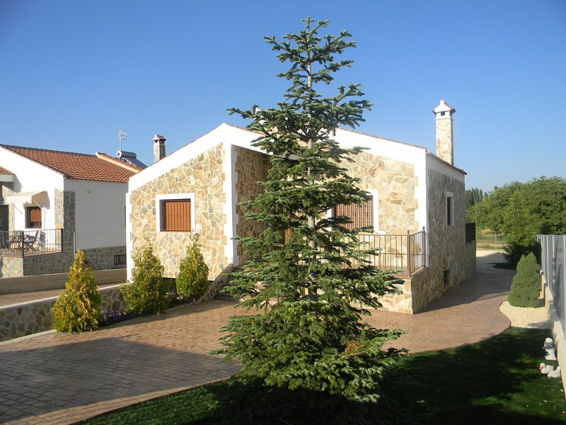 Chalet en dos plantas en parcela de 900 m2 en Campo de San Juan (Moratalla). – semesterbostad i Moratalla