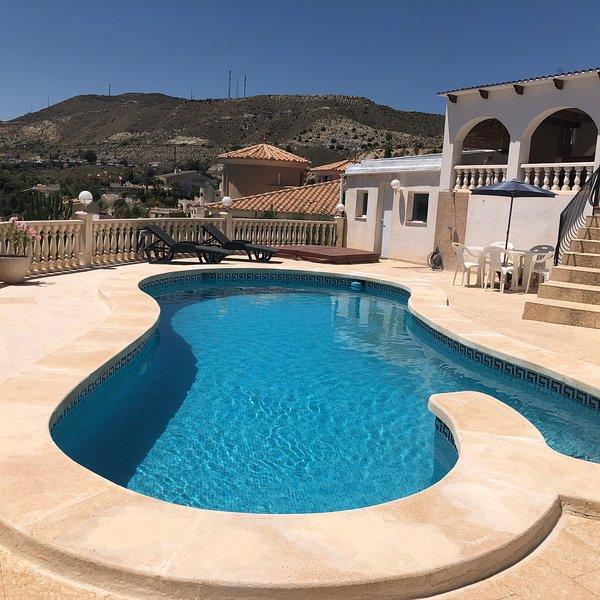 Stunning Villa with fantastic sea views and pool in Coveta Fuma & beach 4mins, holiday rental in Campello