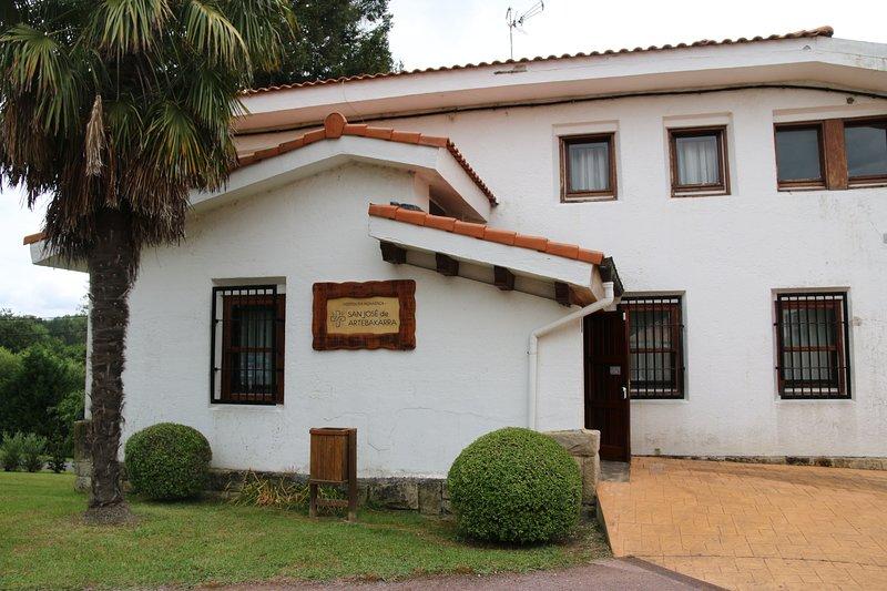 Hospedería Monástica Rural San José de Artebakarra, holiday rental in Maruri-Jatabe