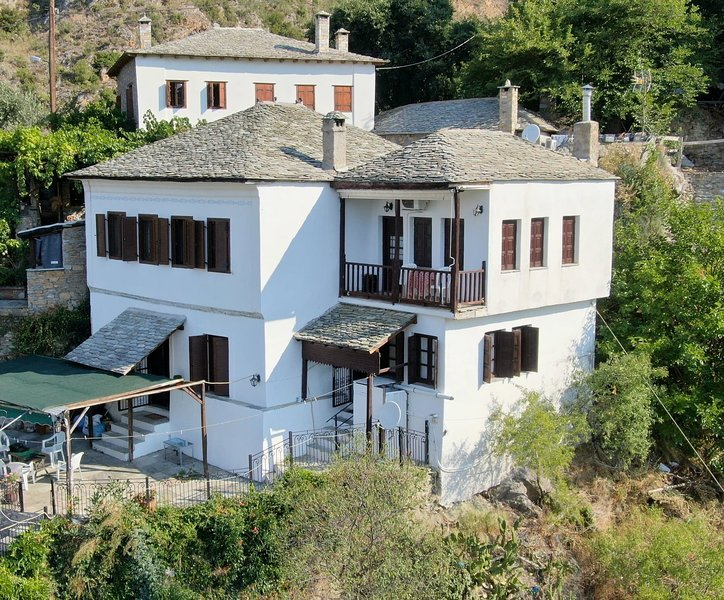 Apostolias Mansion, holiday rental in Katochori